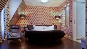 lit-rond-suite-hotel-ares-eiffel-paris-sexyhotelsparis