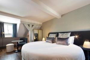 suite-lit-rond-hotel-paris-les-plumes-sexyhotelsparis