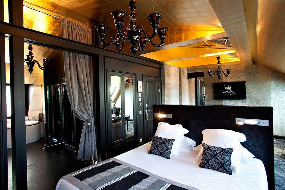 La belle Suite Impériale du Mac Mahon (baignoire, douche hammam)