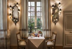 petit-dejeuner-romantique-hotel-aubusson-paris