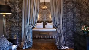 suite-romantique-luxe-st-james-paris