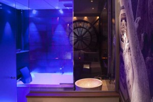 baignoire-chambre-orsay-sexyhotelsparis