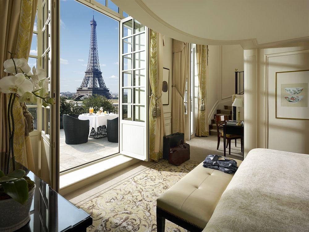 11 h tels romantiques paris avec vue sur la tour eiffel sexyhotelsparis. Black Bedroom Furniture Sets. Home Design Ideas