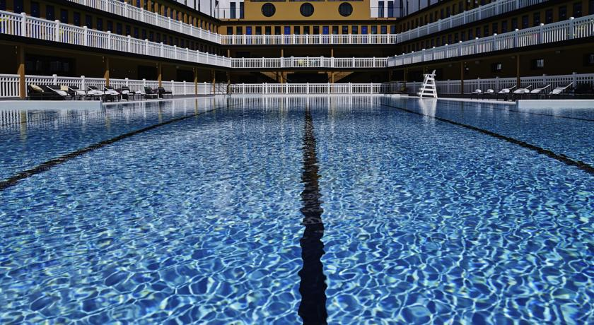 hotel-piscine-romantique-paris-molitor-sexyhotelsparis