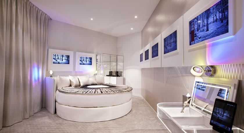 l 39 h tel parisien des amoureux de la photo et pas que sexyhotelsparis. Black Bedroom Furniture Sets. Home Design Ideas