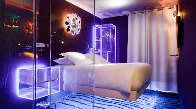 Dormir dans un lit en lévitation : hot et insolite !